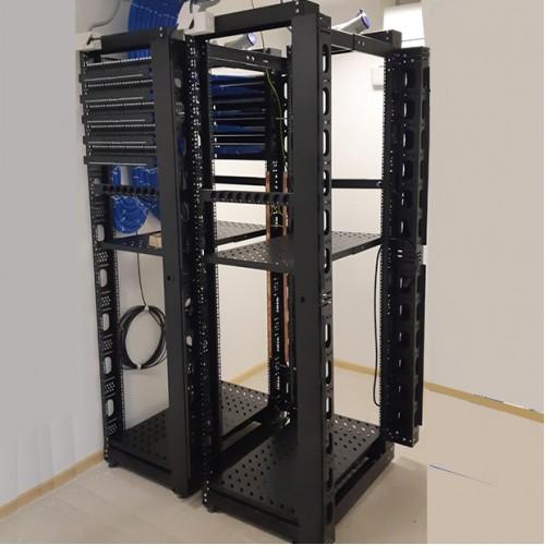 Шкафы и стойки для установки в серверной